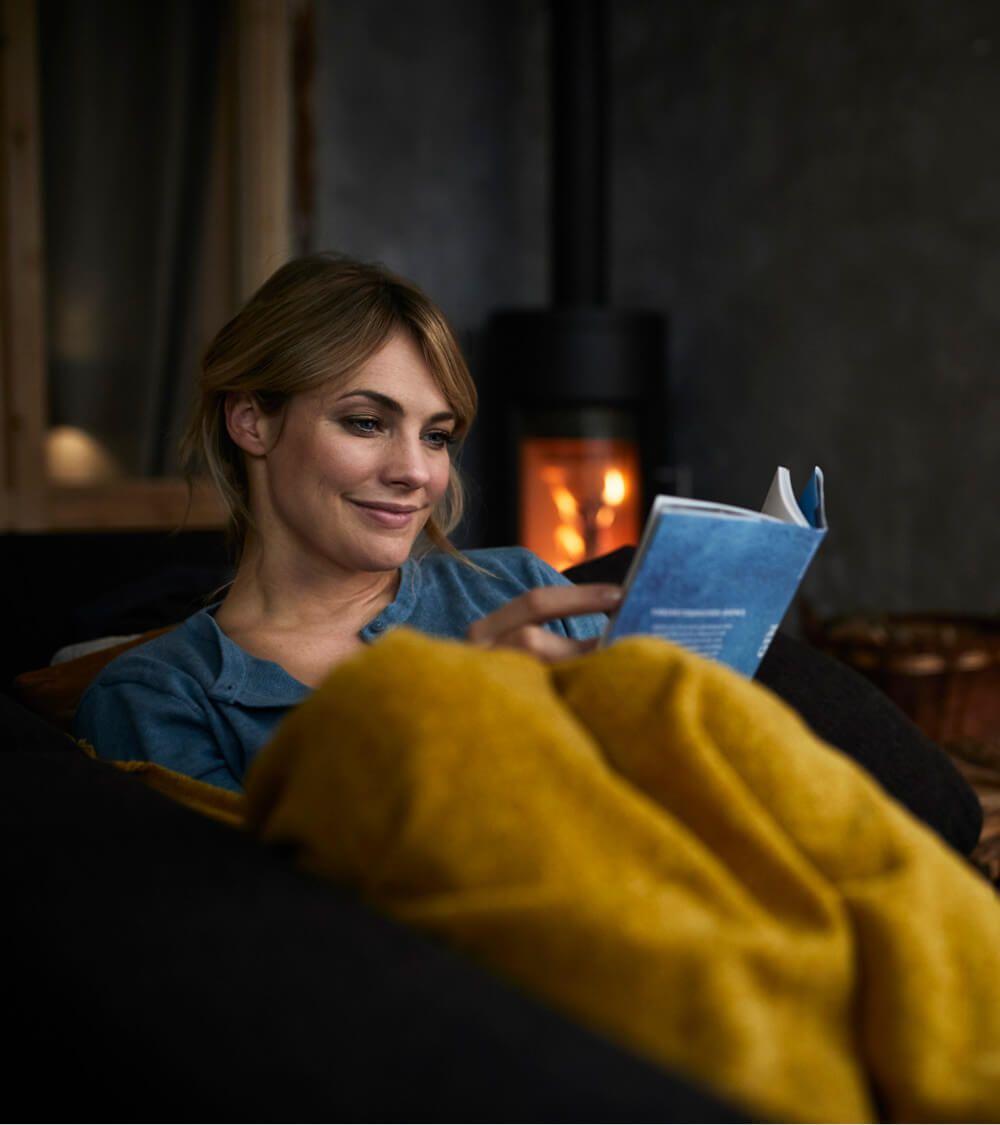 women reading blanket